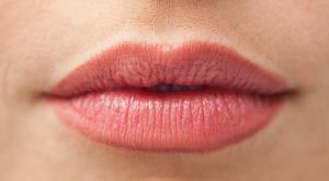 Des lèvres pulpeuse et rajeunies avec l'acide hyaluronique à Paris