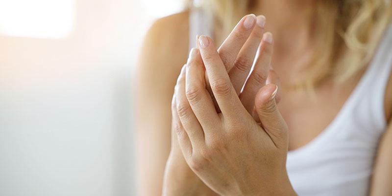 traitement de staches brunes sur les mains à Paris - Dr Molinari